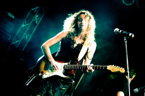 Ana Popovic. Photo by Marco van Rooijen.